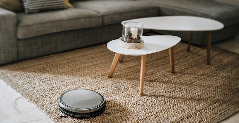 robot aspirador sobre alfombras